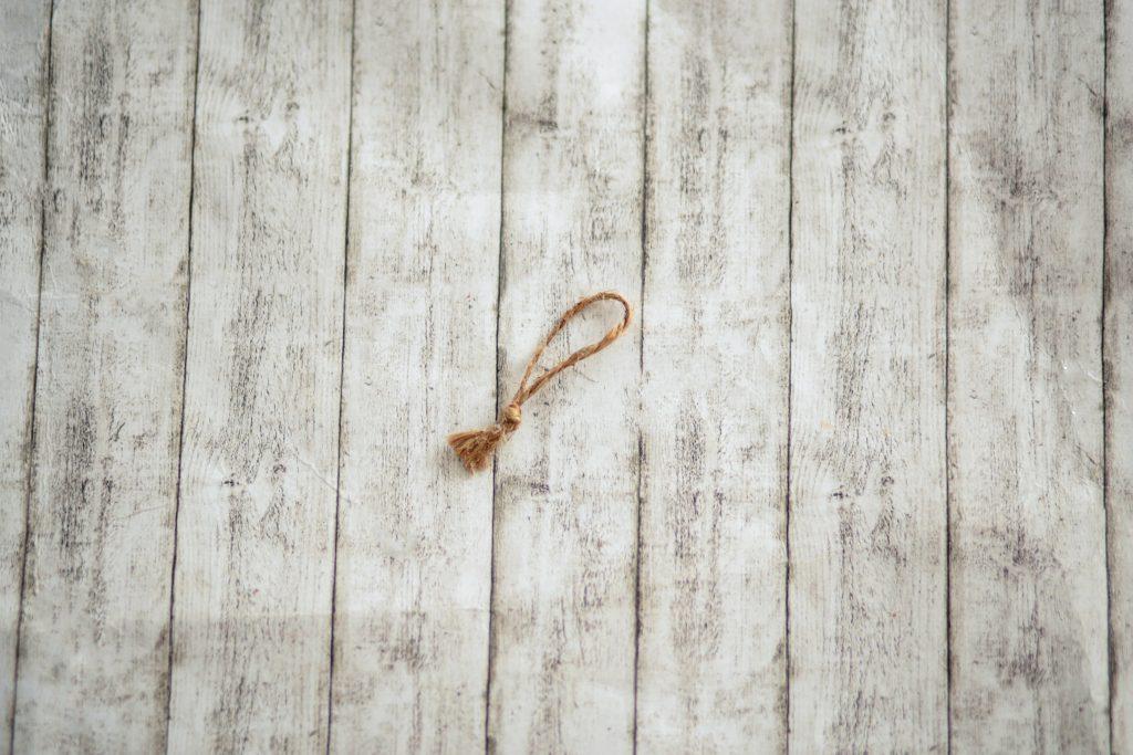 Obrázok, na ktorom je stena, drevené, sedenie, plot  Automaticky generovaný popis